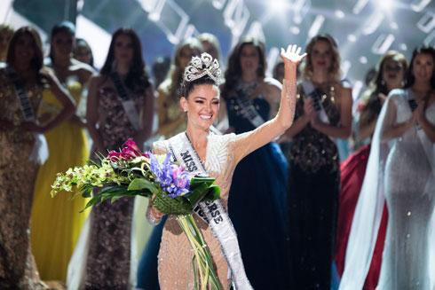 דמי-לי נל פיטרס. שואבת השראה מאחותה למחצה, שהיא בעלת נכות (צילום: Miss Universe / Matt Petit)