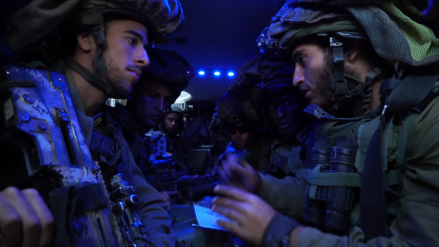 Namer commander briefs fighters (Photo: IDF spokesman)