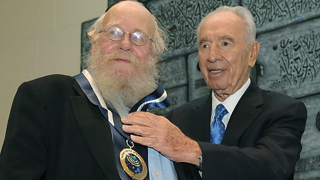 Rabbi Steinsaltz with late President Peres. 'A quality stamp on the Jewish people's ways of life'