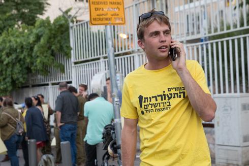 בהפגנת תמיכה במתגייסים חרדים ליד לשכת הגיוס (צילום: נעם רבקין פנטון)