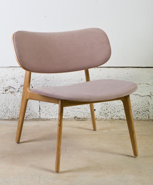 גווני פסטל, בדים חלקים ונעימים. כיסא של ''תומיק'' (צילום: בועז לביא)