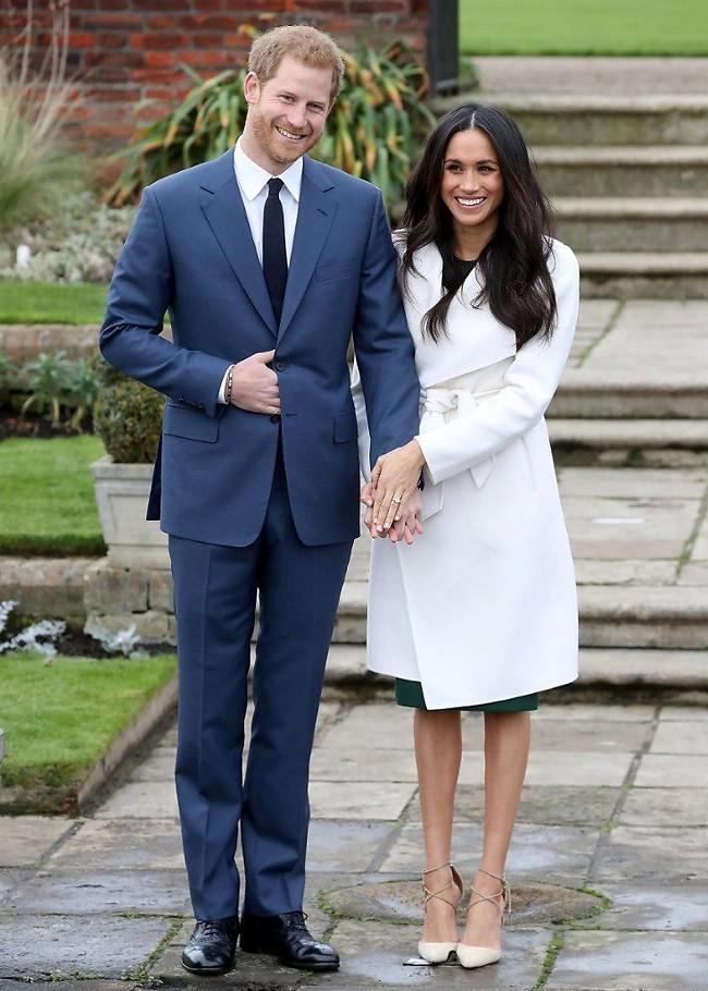 התעלפנו. הנסיך הארי ומייגן מרקל בתמונת אירוסים רשמית (צילום: Gettyimages)