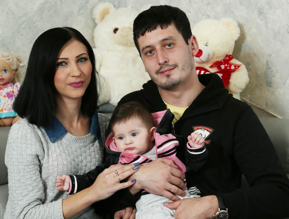 Лиза Бугай с родителями. Фото: Цвика Тишлер