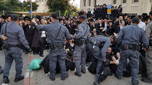 Haredim clashed with police in Jerusalem (Photo: Eli Mendelbaum)