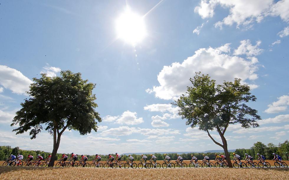 מרוץ אופניים בצרפת (צילום: רויטרס)