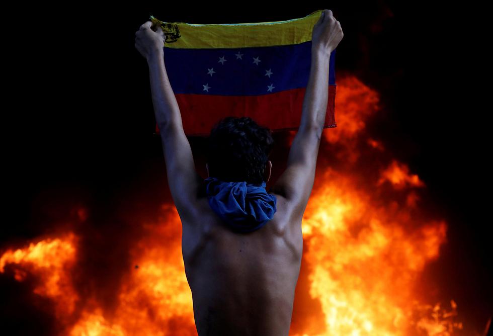הפגנות נגד נשיא ונצואלה בבירה קראקס (צילום: רויטרס)