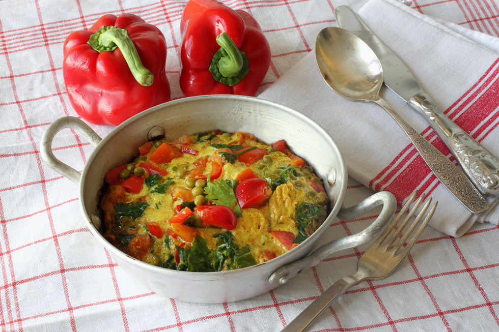 חביתת ירקות וכורכום (צילום, סגנון והכנה: אסנת לסטר)