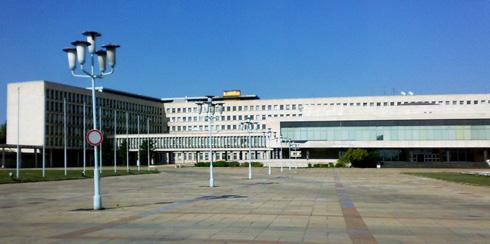 בלגרד הייתה בירת יוגוסלביה. כל אגף בארמון מייצג רפובליקה אחת מתוך השש: סרביה, קרואטיה, סלובניה, בוסניה-הרצגובינה, מקדוניה ומונטנגרו (צילום: Bjoertvedt, cc)