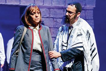 """פישמן במחזה """"עושה כרצונו""""   צילום: ג'ראר אלון"""