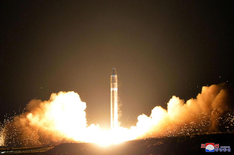 """""""השמדה הדדית מובטחת"""".  (צילום: AFP) (צילום: AFP)"""