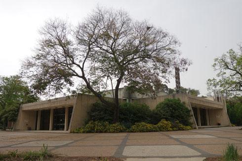 חדר האוכל בקיבוץ עמיר. המוזיאון הזה לא יקום בתל אביב, אומר קנפו (צילום: מיכאל יעקובסון)
