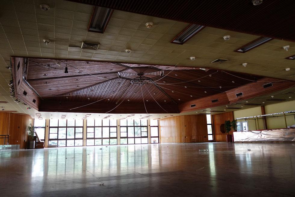 או חדר האוכל של קיבוץ עמיר, בעמק החולה (נטוש ברובו), בתכנון האדריכל מנחם באר (צילום: מיכאל יעקובסון)