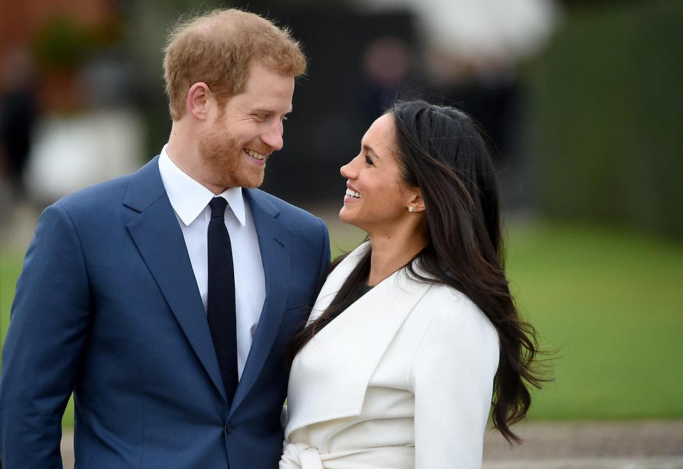הנסיך התעקש להזמין לחתונתו את הדוכסית המנודה. הארי וארוסתו מייגן (צילום: EPA) (צילום: EPA)