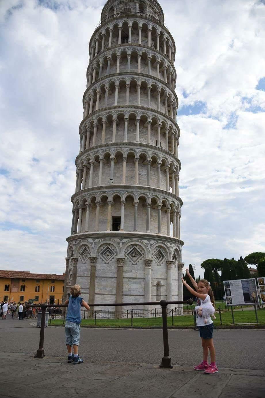 במהלך הטיול באיטליה, מגדל פיזה ()