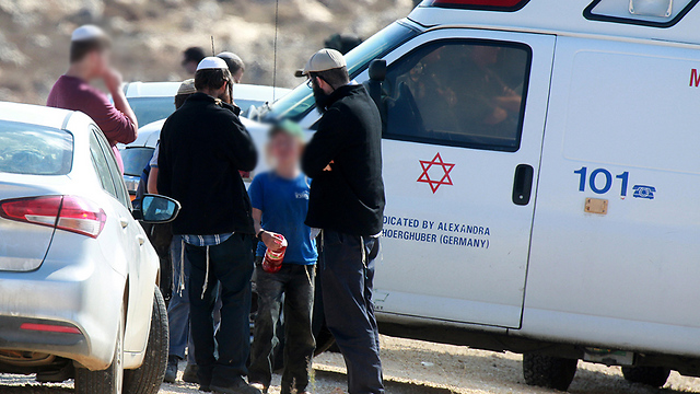 Settlers with child assaulted in the incident, after the evacuation (Photo: EPA)