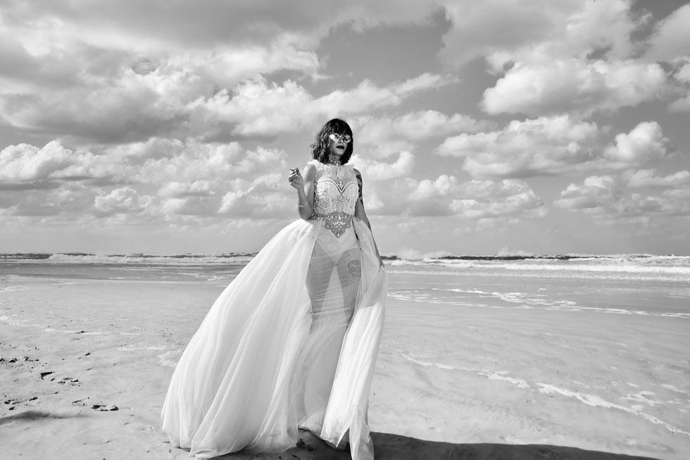 עדי גרדוס בשמלה של ים יאגודייב (צילום: איתן טל)