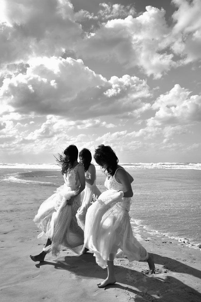 רלי לוי, יעל פולקמן ומיקאלה גוטנמכר בשמלות של ליהי הוד (צילום: איתן טל)