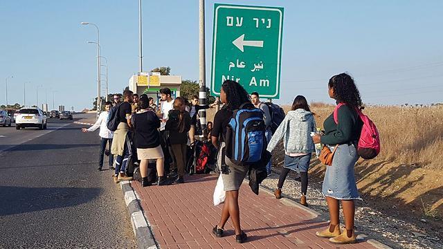 תחבורה ציבורית מתחנת הרכבת בשדרות (צילום: בראל אפרים) (צילום: בראל אפרים)