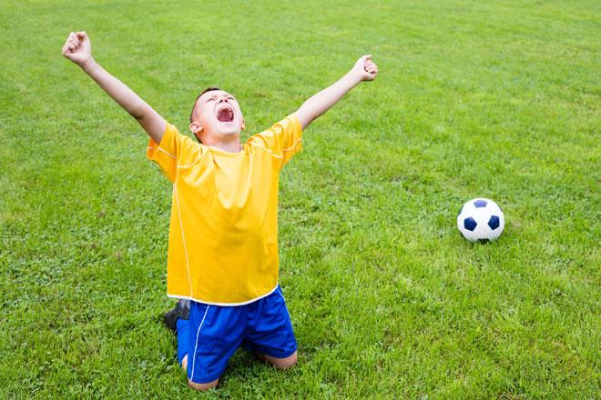 להיות שם כדי ללמד אותו - לא רק כשהוא מצליח, אלא גם כשהוא נכשל (צילום: Shutterstock)