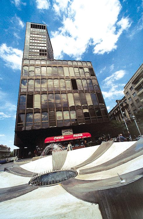 מבט נוסף בשעות היום על המגדל, שנחנך ב-1972 (צילום: TOB)