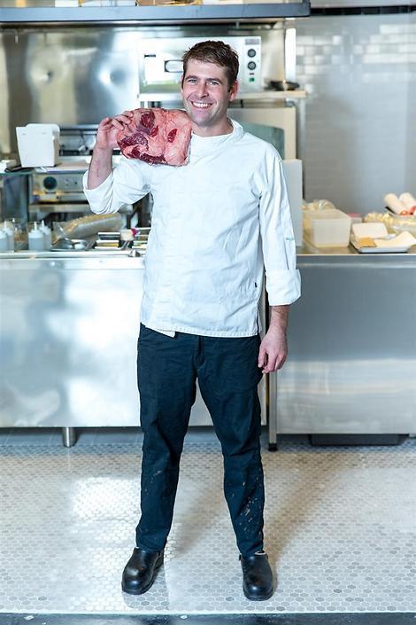 """""""לא שכחתי לבשל דג, אבל הפוקוס הוא על בשר"""", יהונתן בורוביץ' (צילום: ירון ברנר)"""