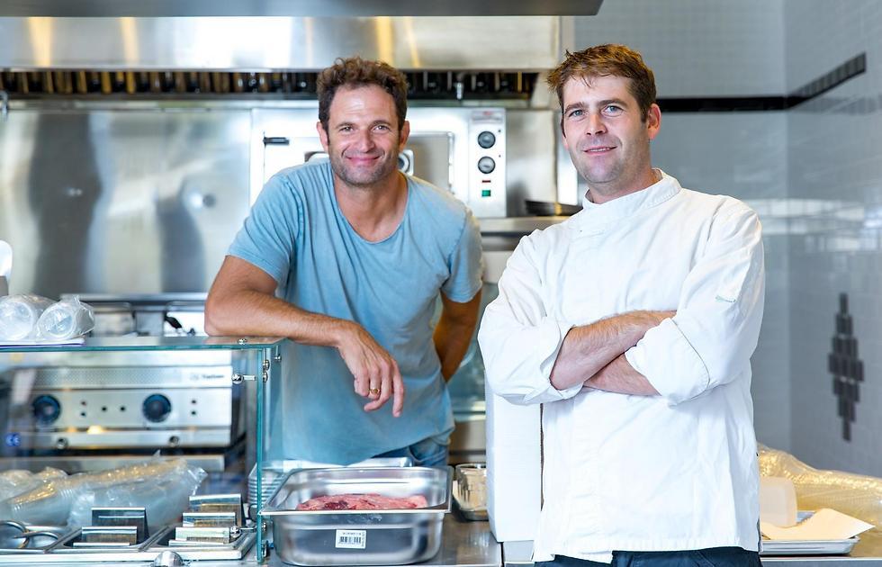 יהונתן בורוביץ' (מימין) עם הבעלים של m25, ירון קסטנבוים (צילום: ירון ברנר) (צילום: ירון ברנר)