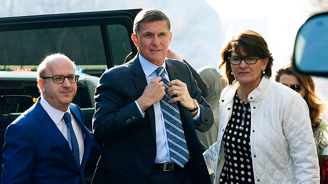 Michael Flynn (C) (Photo: AP)