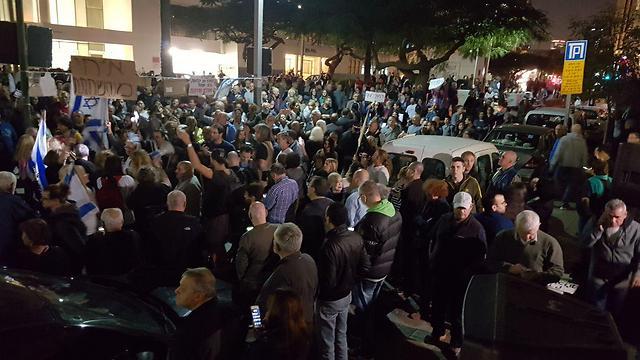 מפגינים בשדרות רוטשילד (צילום: בראל אפרים) (צילום: בראל אפרים)