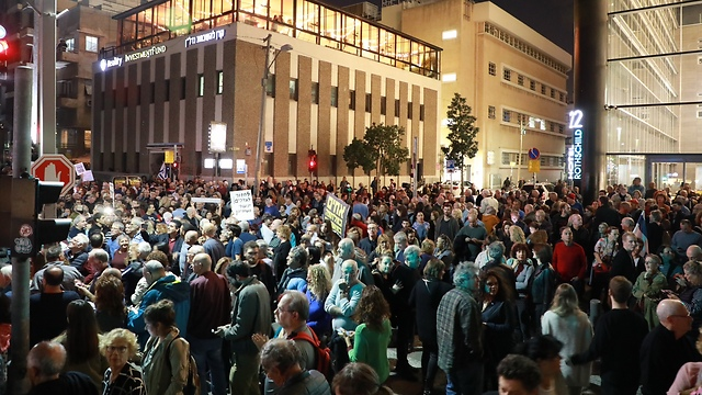 ההמונים גדשו את שדרות רוטשילד (צילום: דנה קופל) (צילום: דנה קופל)