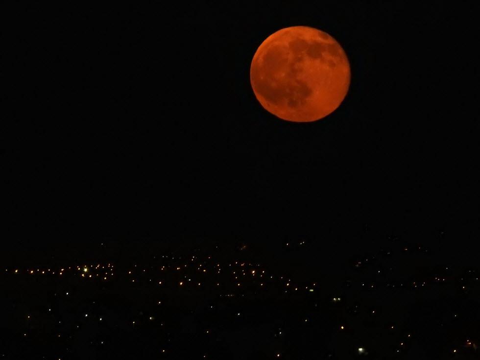 """תופעת הירח האדום (צילום: גדי אידלהייט, בלוג """"אסטרונומיה ומדע"""") (צילום: גדי אידלהייט, בלוג"""
