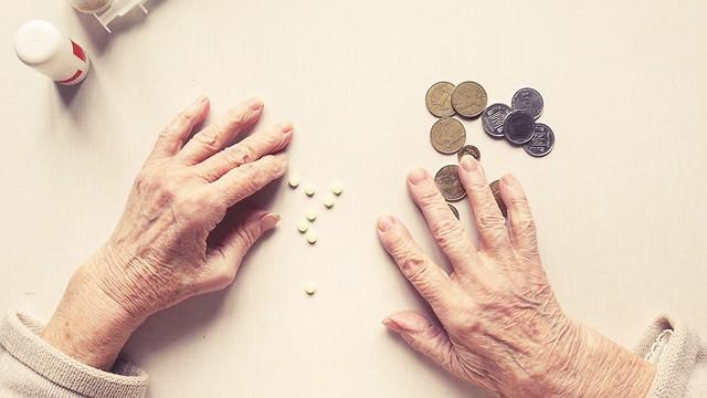 מוותרים על תרופות בגלל כסף. ישראל 2017 (צילום: shutterstock) (צילום: shutterstock)