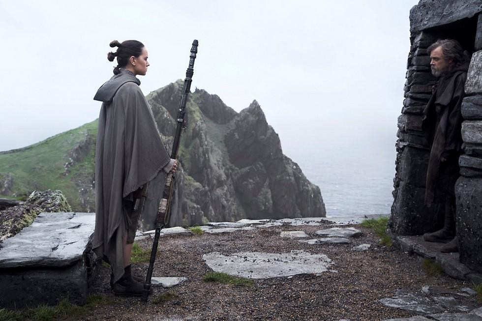 """מתכחש למסורות. """"מלחמת הכוכבים: אחרוני הג'דיי"""" ()"""