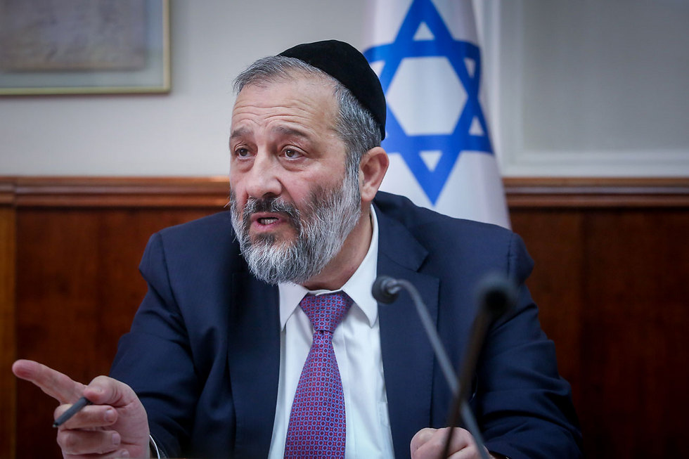 Interior Minister Aryeh Deri (Photo: AFP)