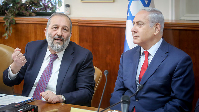 Interior Minister Deri (L) and PM Netanyahu plan to reopen the Holot and Saharonim facilities (photo: AFP)