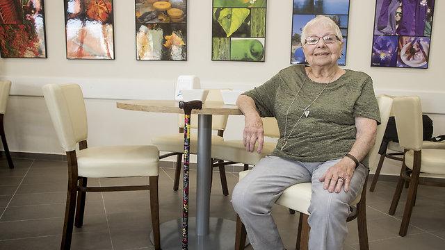לגמלאות יצאה רק בגיל 89, ומאז פוקדת את מרכז דורות 3 פעמים בשבוע (צילום: גיל נחושתן)