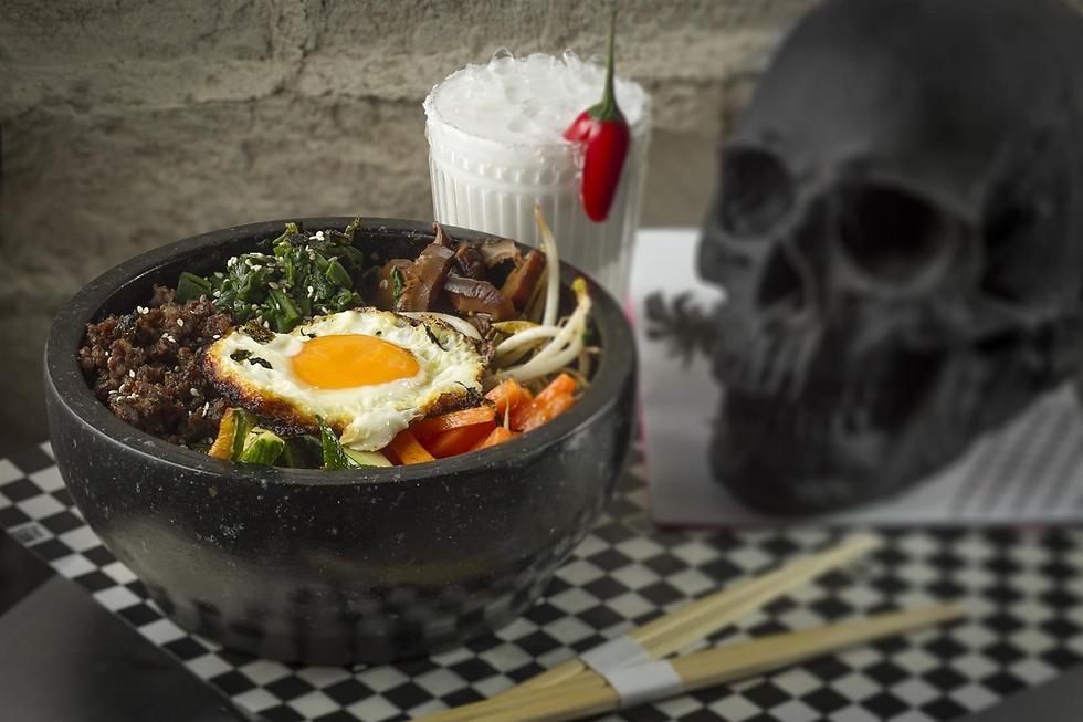 """Everybody loves bowls. קערת """"ביבימבאפ"""" עם כל טוב ב""""דיאגו סאן"""" (צילום: אנטולי מיכאלו)"""