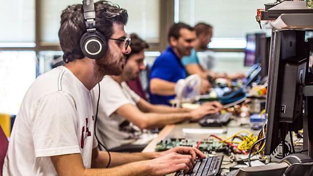 צוות פיתוח ישראלי בעבודה (צילום: Marvel)