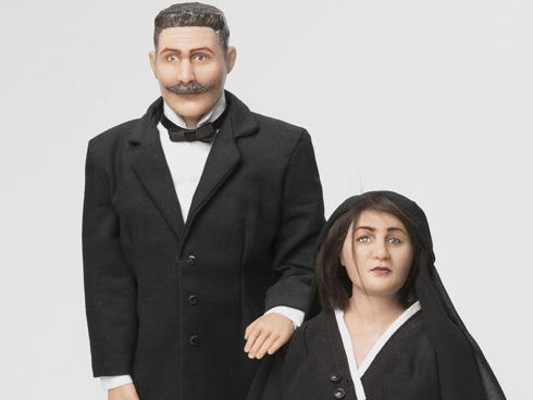 הבובות בדמות הסבים יהודה וחנה פסט (צילום: רמי זרנגר)