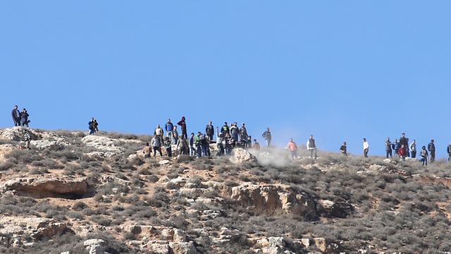 Jewish settlers clash with Palestinians in West Bank  (Photo: Ohad Zwigenberg)