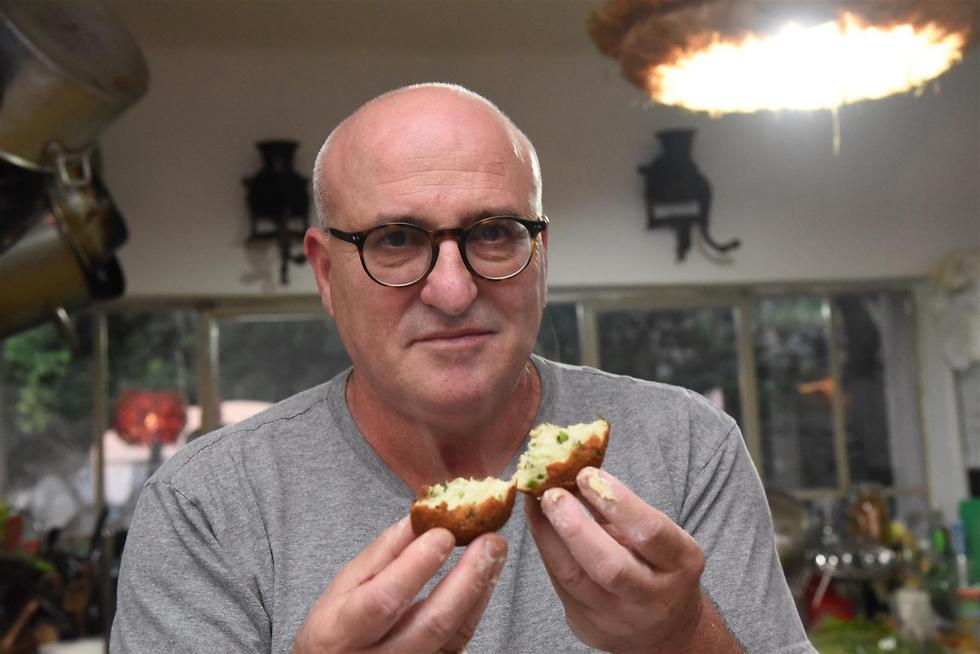 סופגניות, אבל קצת אחרת. השף ארז קומרובסקי (צילום: אביהו שפירא) (צילום: אביהו שפירא)