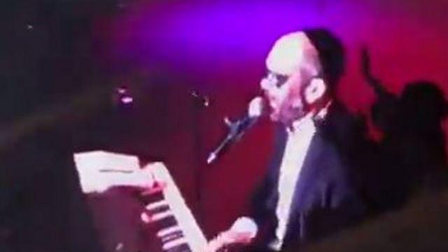 A blindfolded Yonatan Razel performs in Jerusalem (Photo: H.A.)