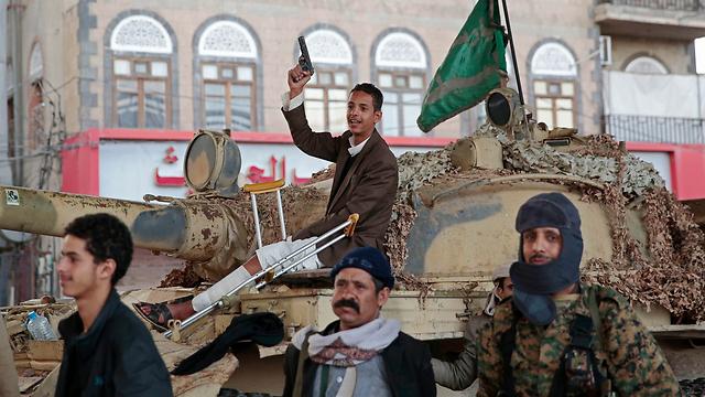 המורדים החות'ים לאחר חיסול נשיא תימן לשעבר  (צילום: AP) (צילום: AP)