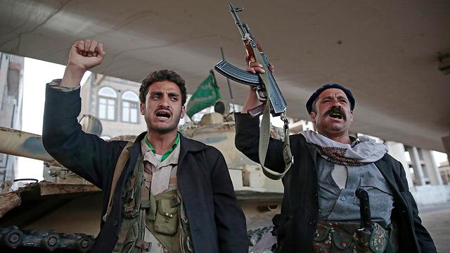 מתנגדים למדיניות הפרו-אמריקנית ולהתמערבותה של תימן. מורדים חות'ים (צילום: AP) (צילום: AP)