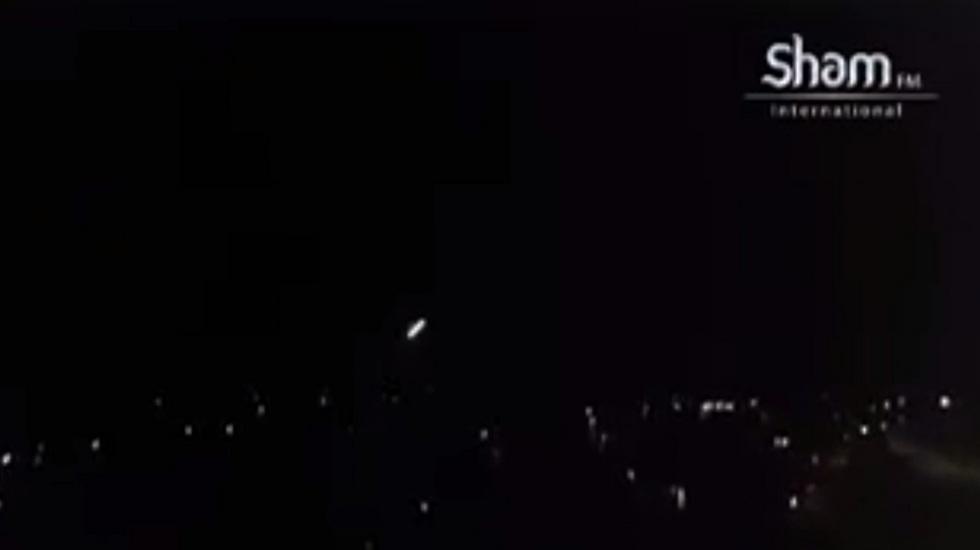 מערכת ההגנה האווירית בסוריה מגיבה למתקפת הטילים