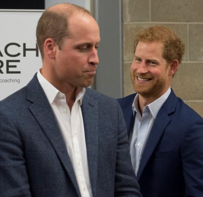 כועס ועצוב מההחלטה של אחיו. הנסיכים ויליאם והארי (Gettyimages)