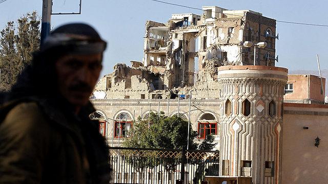 נפגע בתקיפות האוויריות של סעודיה. הארמון הרפובליקני בצנעא שנמצא בשליטת החות'ים (צילום: EPA) (צילום: EPA)