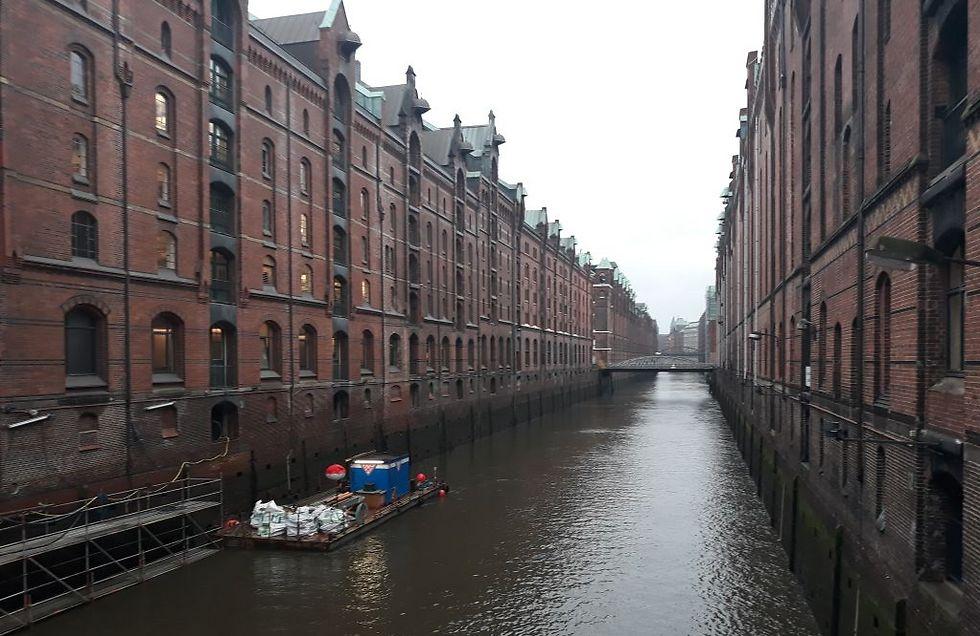 תעלת הנמל הישן ליד מבנה בית הקפה והמוזיאון (צילום: עידן לוי) (צילום: עידן לוי)