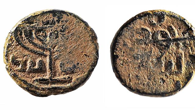 תעלומה: מה עושה מנורת המקדש על מטבע מוסלמי עתיק? (צילום:  מוזיאון ישראל, ירושלים, על ידי ולדימיר נייחין)