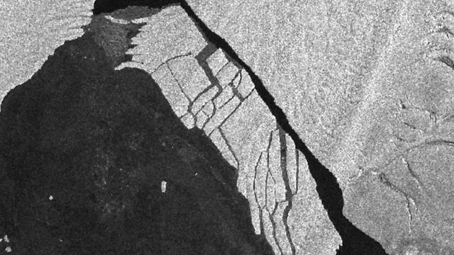 קרחון בשטח של פי 4 ממנהטן (צילום: סוכנות החלל האירופית)