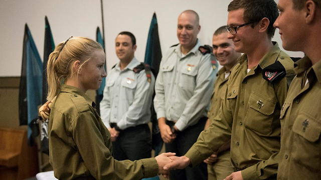 New tank operator receiving her pin at the ceremony (Photo: IDF)